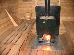 «Печь для бани с баком для воды: виды и особенности» фото - pech s bakom 5 300x225