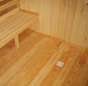 «Как сделать пол для бани? Виды, особенности, советы по монтажу» фото - pol dlya bani 8 300x292