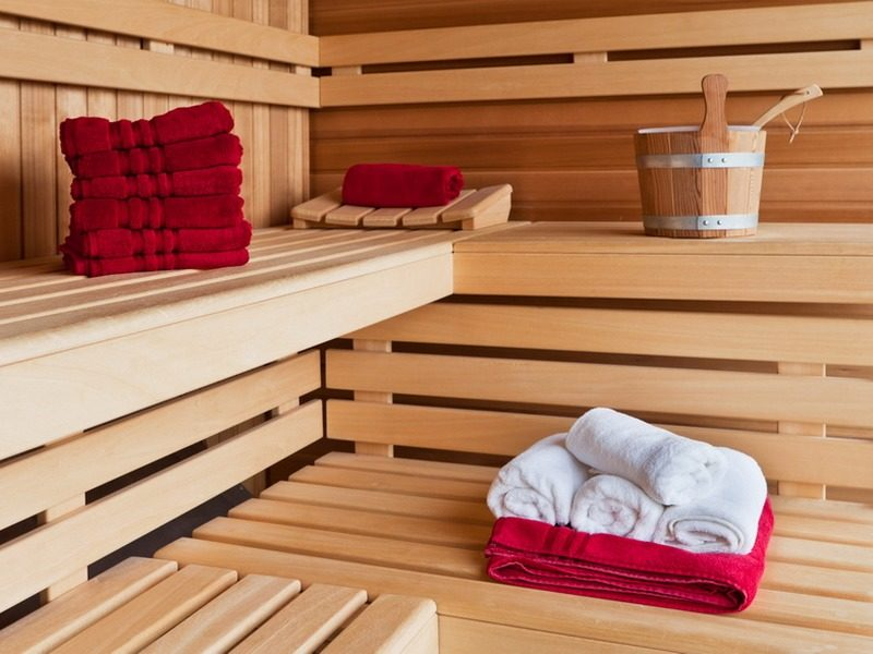 «Полки для бани: инструкция по монтажу своими руками» фото - polki v bane 1 1 800x600