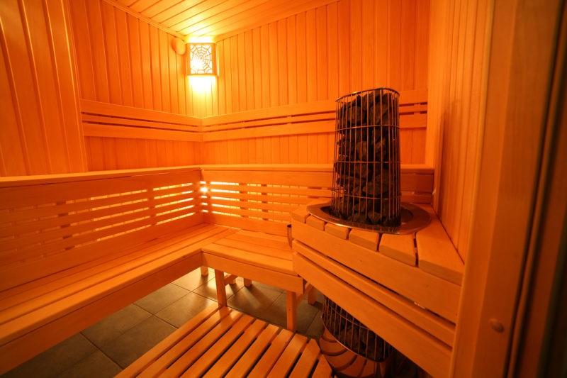 «Внутренняя отделка бани своими руками: материалы и особенности» фото - vnutr otdelka 10 800x533