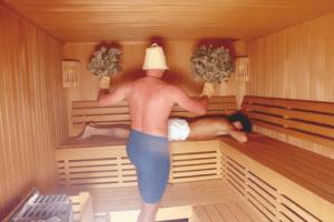 «Массаж в бане: польза, популярные техники» фото - massaj banya 4 300x200