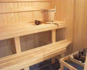 «Полок в баню своими руками: фото, чертежи и инструкции» фото - polok banya 2 300x240