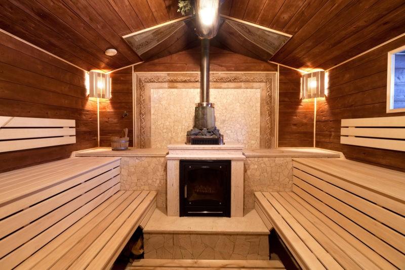 «Баня из клееного бруса: преимущества и особенности постройки; проекты бань из клееного бруса» фото - banya kleenyj brus 20 800x534