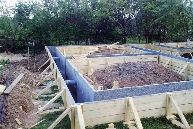 «Ленточный фундамент и его особенности. Как сделать ленточный фундамент для бани? Пошаговая  инструкция» фото - lentochnyj fundament 11