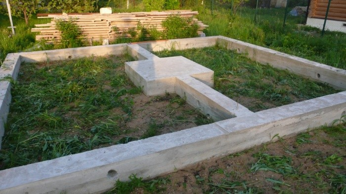 «Ленточный фундамент и его особенности. Как сделать ленточный фундамент для бани? Пошаговая  инструкция» фото - lentochnyj fundament 2