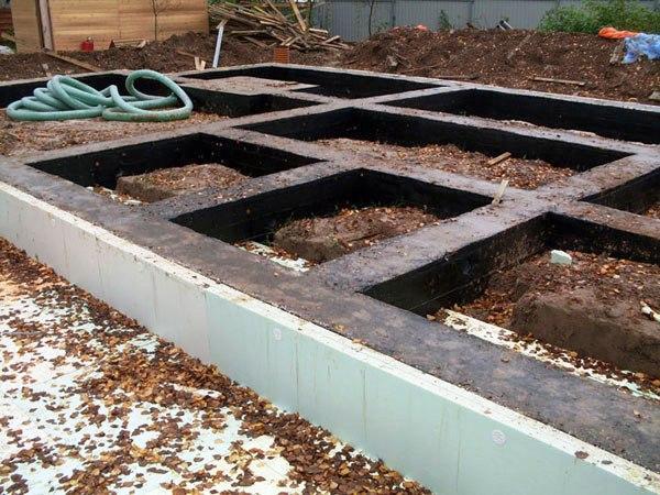 «Ленточный фундамент и его особенности. Как сделать ленточный фундамент для бани? Пошаговая  инструкция» фото - lentochnyj fundament 4