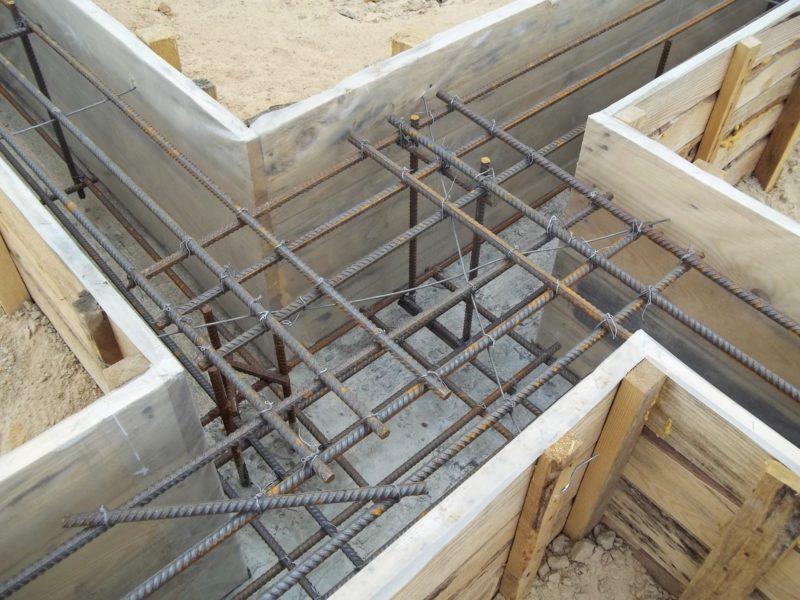 «Армирование ленточного фундамента: значение и особенности. Как армировать фундамент?» фото - armirovanie 2 800x600