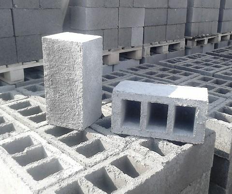 «Баня из шлакоблоков: преимущества, особенности. Этапы строительства бани из шлакоблоков своими руками» фото - banya shlakoblok 2