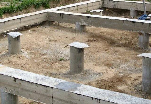 «Свайный фундамент: преимущества, недостатки, виды. Баня на свайном фундаменте своими руками» фото - banya vintovie svai 12