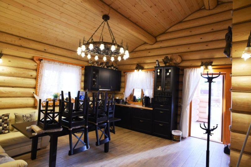 «Внутренняя отделка бани из бруса: идеи, советы и фото» фото - vnut otdelka brevno 1 800x533