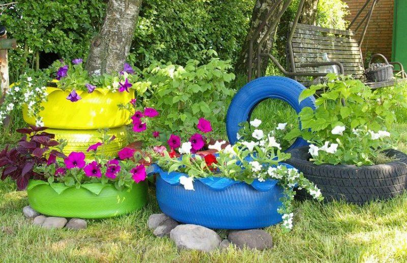«Клумба для цветов своими руками» фото - klumba iz pokryshek svoimi rukami foto klumby iz kolesnyh shin 26 800x517