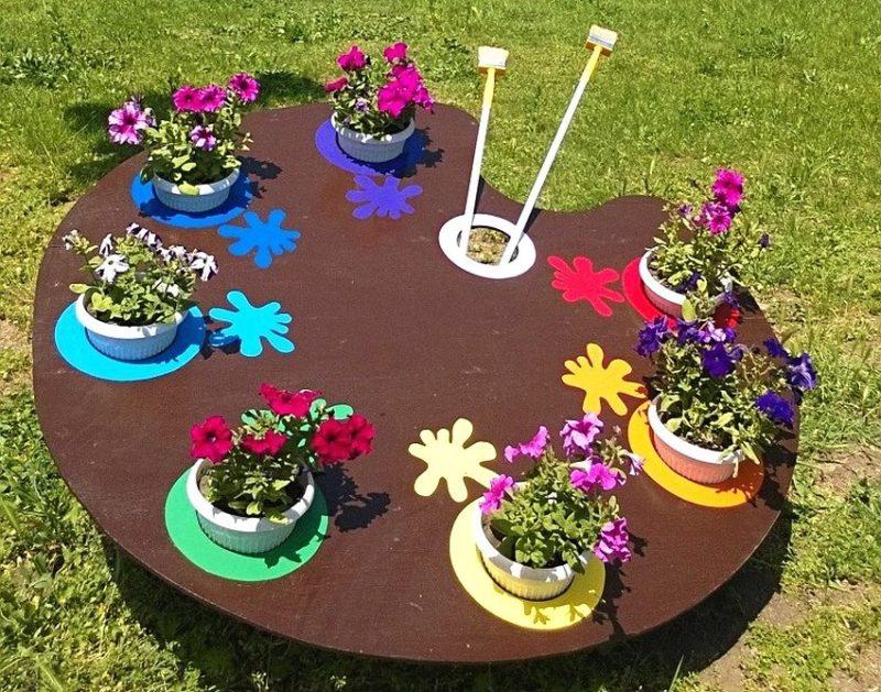 «Как правильно сделать клумбу для цветов» фото - klumby vo dvore chastnogo doma foto 20 800x629
