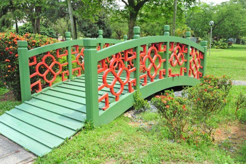 «Как сделать садовые мостики своими руками: инструкция и фото идеи» фото - 11 800x532