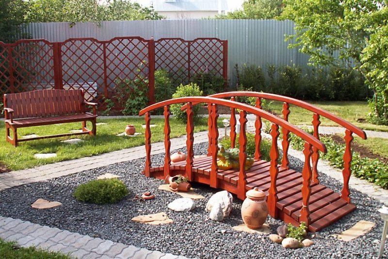 «Как сделать садовые мостики своими руками: инструкция и фото идеи» фото - 12 800x534