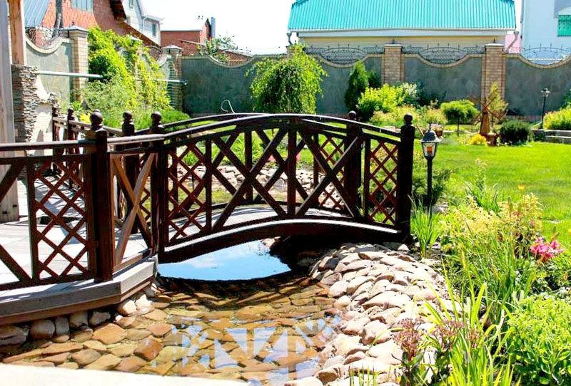 «Как сделать садовые мостики своими руками: инструкция и фото идеи» фото - 14 800x542