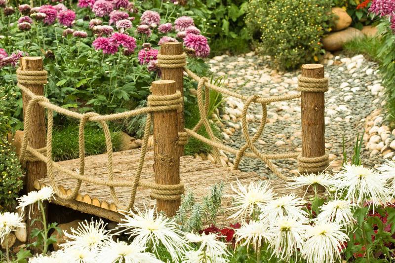 «Как сделать садовые мостики своими руками: инструкция и фото идеи» фото - 15 800x533