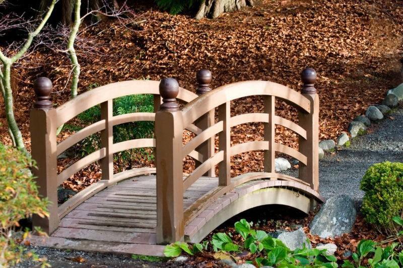 «Как сделать садовые мостики своими руками: инструкция и фото идеи» фото - 16 800x533