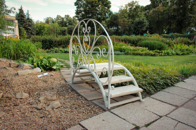 «Как сделать садовые мостики своими руками: инструкция и фото идеи» фото - 18 800x533