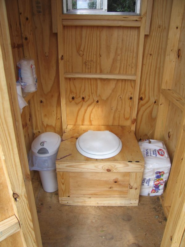 «Туалет для дачи Теремок - как сделать своими руками, где купить, идеи для туалета» фото - 3 3 600x800