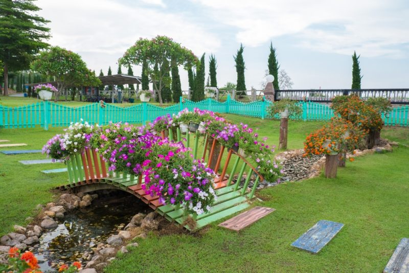 «Как сделать садовые мостики своими руками: инструкция и фото идеи» фото - 3 800x534