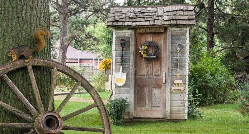 «Туалет для дачи Теремок - как сделать своими руками, где купить, идеи для туалета» фото - 4 4 800x433