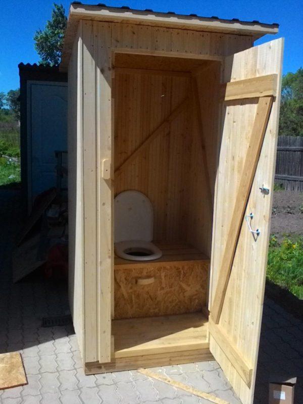 «Туалет для дачи Теремок - как сделать своими руками, где купить, идеи для туалета» фото - 5 3 600x800