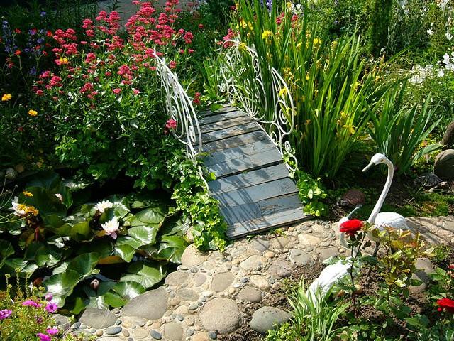 «Как сделать садовые мостики своими руками: инструкция и фото идеи» фото - 5