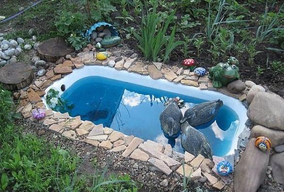 «Как сделать пруд на даче из старой ванны своими руками» фото - 6 9