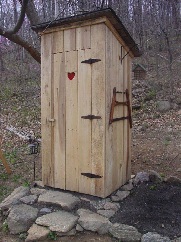 «Туалет для дачи Теремок - как сделать своими руками, где купить, идеи для туалета» фото - 9 3 600x800