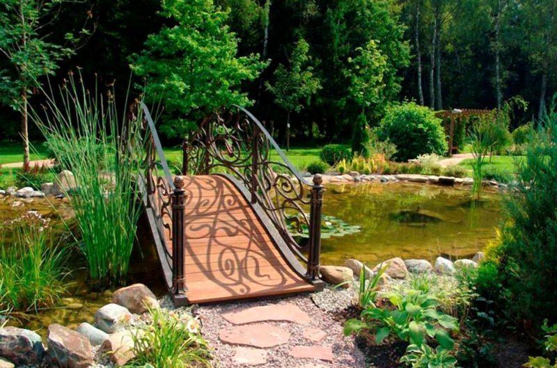 «Как сделать садовые мостики своими руками: инструкция и фото идеи» фото - 9 800x529