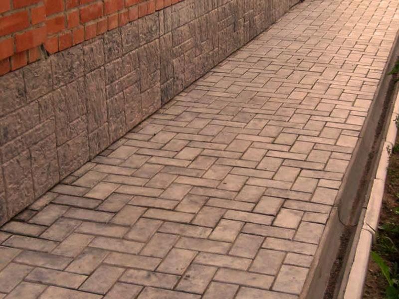 «Бетонная отмостка своими руками: преимущества, пошаговая инструкция» фото - betonnaya otmostka 16 800x600