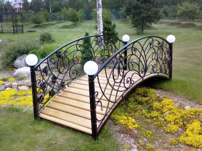 «Как сделать садовые мостики своими руками: инструкция и фото идеи» фото - s1200 800x599