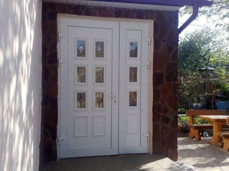 «Входная дверь в баню: виды и их особенности. Как выбрать входную дверь в баню?» фото - vhod banya 10 800x600