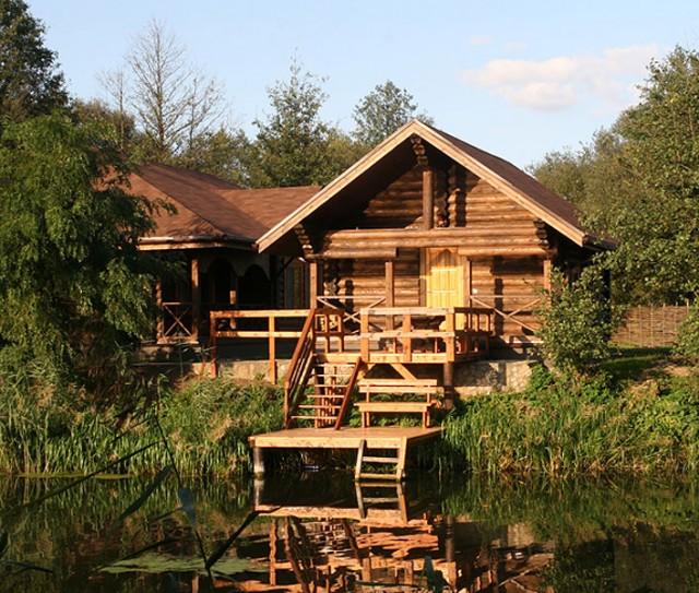 «Баня на реке и на берегу реки: преимущества, недостатки. Особенности строительства бани на реке и берегу реки» фото - banya reka 1