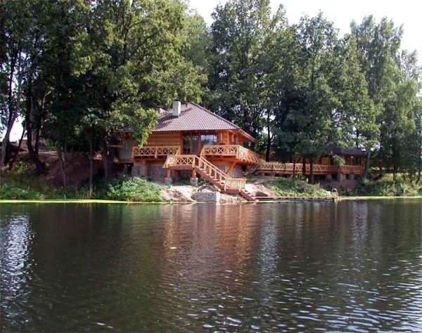 «Баня на реке и на берегу реки: преимущества, недостатки. Особенности строительства бани на реке и берегу реки» фото - banya reka 6