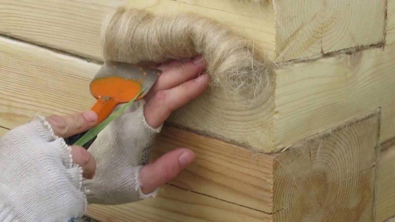 «Конопатка сруба: особенности, выбор материала. Как правильно конопатить сруб?» фото - konopatka sruba 13 800x450