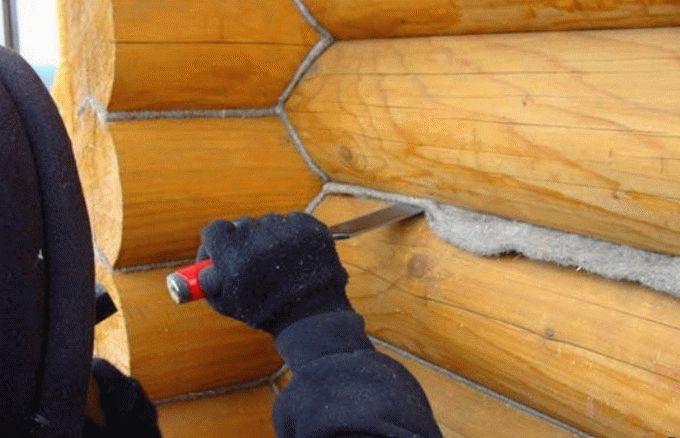 «Конопатка сруба: особенности, выбор материала. Как правильно конопатить сруб?» фото - konopatka sruba 14