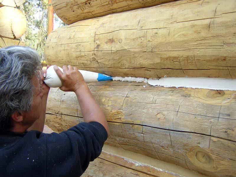 «Конопатка сруба: особенности, выбор материала. Как правильно конопатить сруб?» фото - konopatka sruba 15 800x600