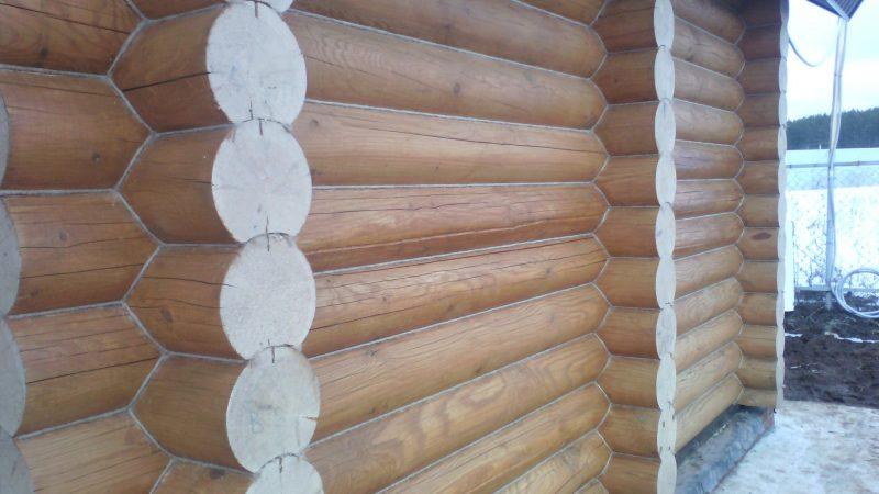 «Конопатка сруба: особенности, выбор материала. Как правильно конопатить сруб?» фото - konopatka sruba 9 800x450