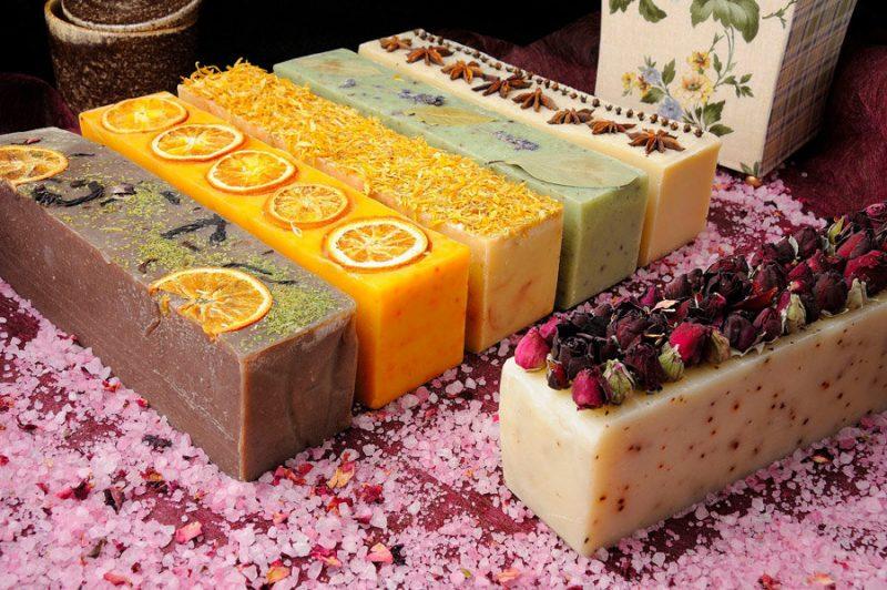 «Мыло для бани: виды, особенности. Мыло для бани своими руками: рецепты, фото, идеи» фото - mylo dlja bani 15 800x532