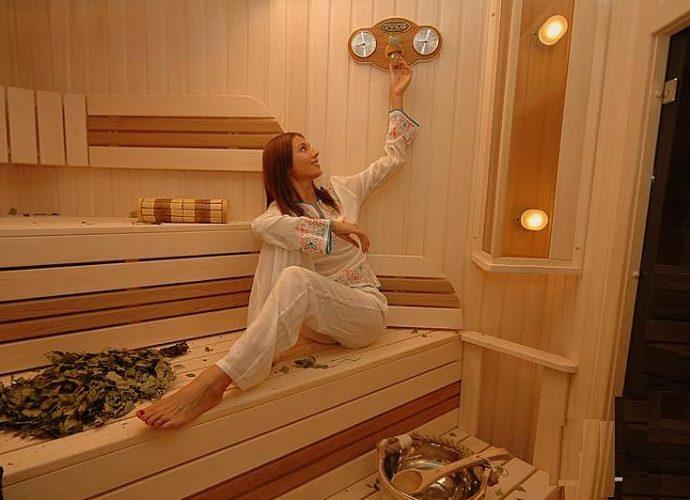 «Термометр для бани: виды, особенности. Как выбрать термометр для бани?» фото - termometr bani 1 690x500