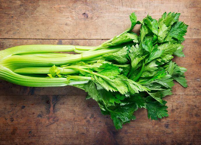 «Когда необходимо убирать сельдерей?» фото - celery stalks 690x500