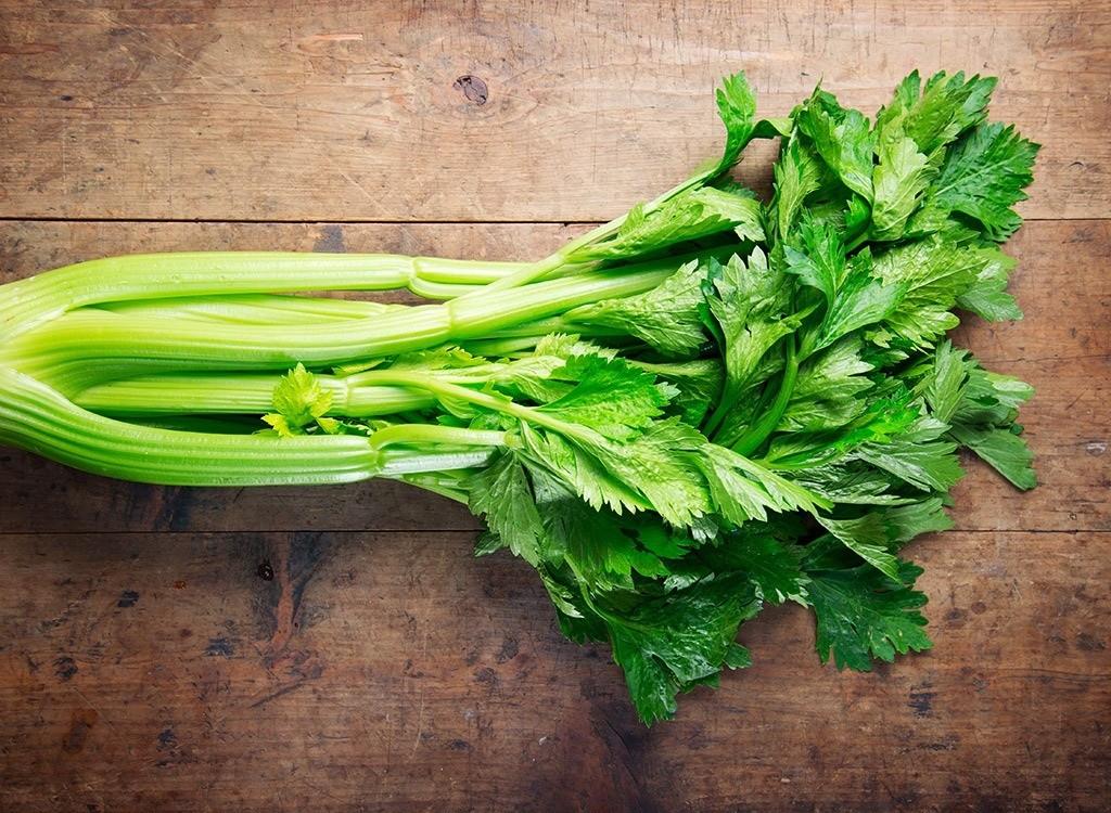 «Когда необходимо убирать сельдерей?» фото - celery stalks