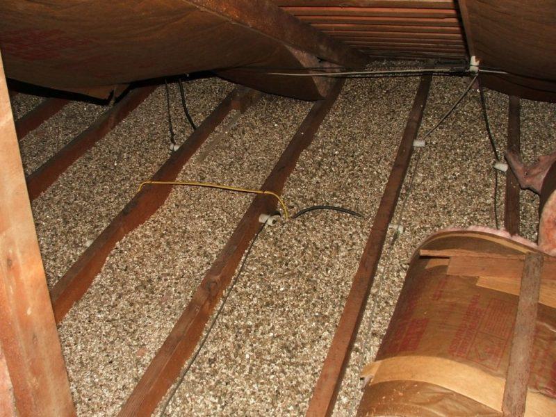 «Как правильно утеплить крышу бани?» фото - Termoizolyatsiya opilkami 800x600