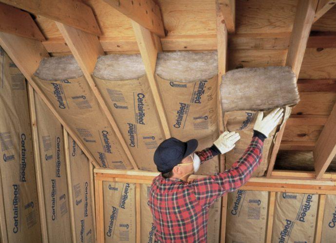 «Как правильно утеплить крышу бани?» фото - uteplenie derevyannogo doma vnutri chem i kak eto luchshe sdelat 10 690x500