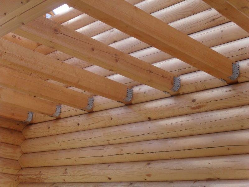 «Как сделать потолок в бане» фото - Na foto primer balok dlya potolochnogo perekrytiya 1024x768 800x600