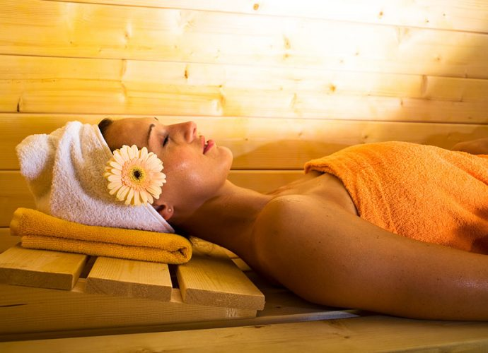 «Правильный уход за волосами в бане» фото - Kak polzovatsja maskami v saune 690x500