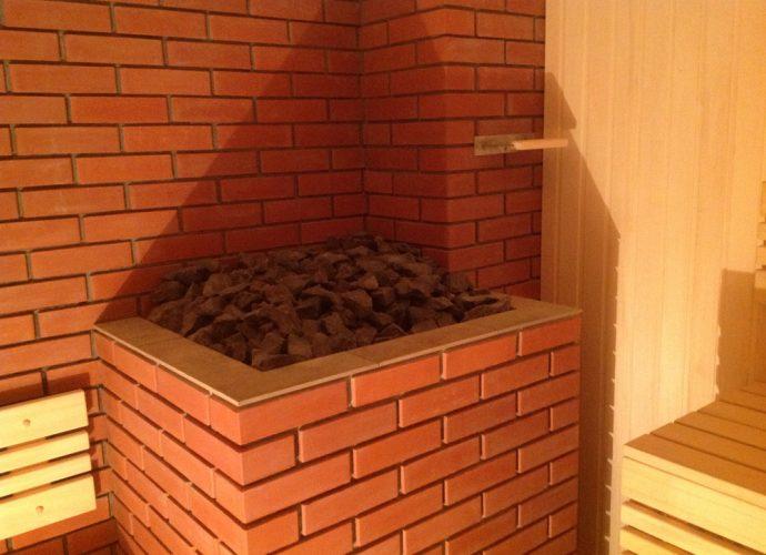 «Как сделать кирпичную печь для бани своими руками?» фото - na foto bannaya pech oblozhennaya kirpichom 690x500