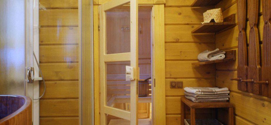 «Как сделать перегородку в бане?» фото - peregorodka kleenyj brus 920x425