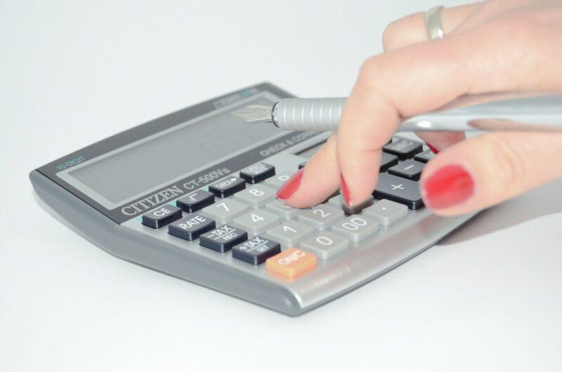 «Налог с продажи недвижимости» фото - calculator 428294 1920 800x530